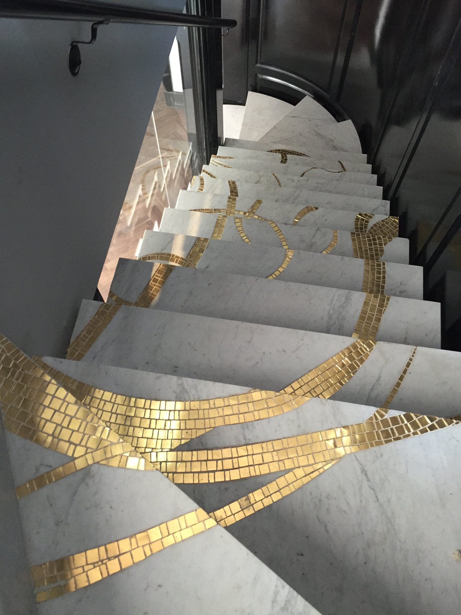 marble-gold-mosaic-stairs